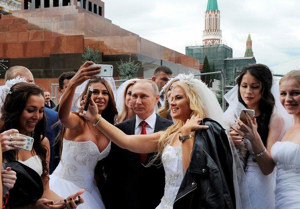 После ядерной войны Трамп из бункера звонит в бункер Путину - свежий анекдот