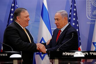 Mike`as Pompeo ir Benjaminas Netanyahu