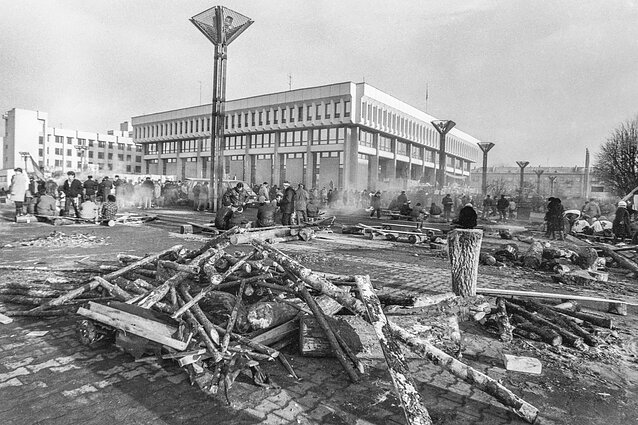 Barricades around the Supreme Council (now Seimas) building in January 1991