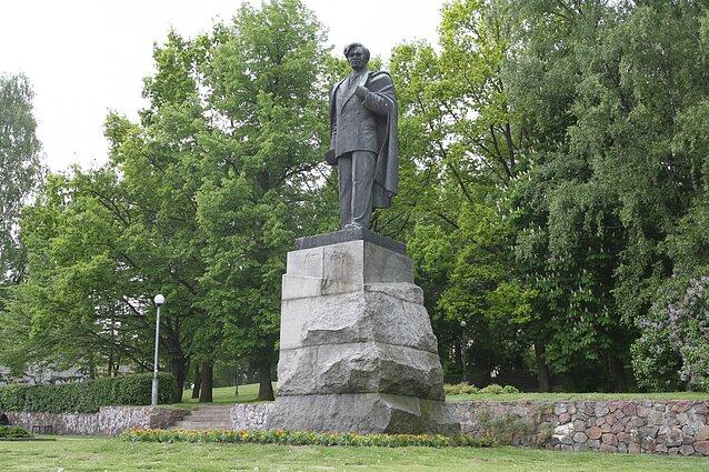 Menotyrininkė: Petro Cvirkos paminklo ateitį verta apsvarstyti ...