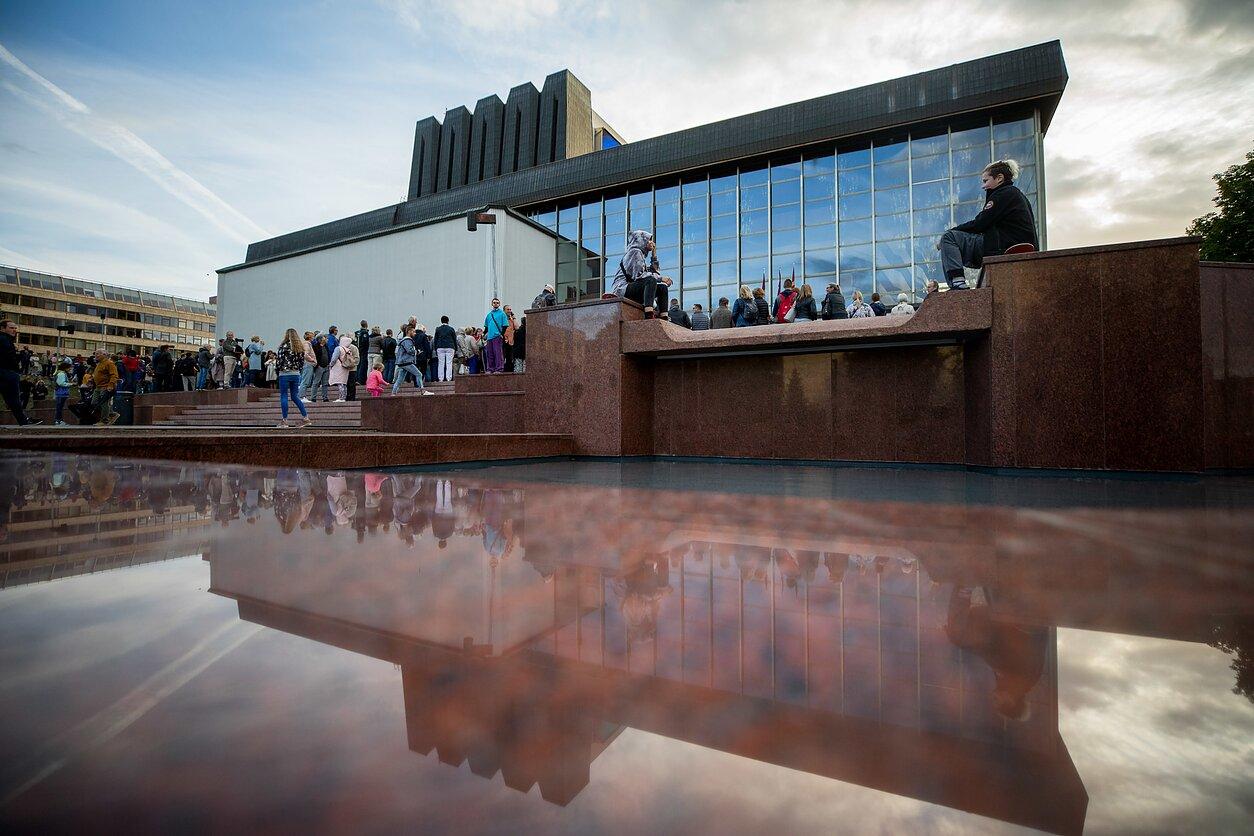 Atgimė legendinis fontanas prie Operos ir baleto teatro