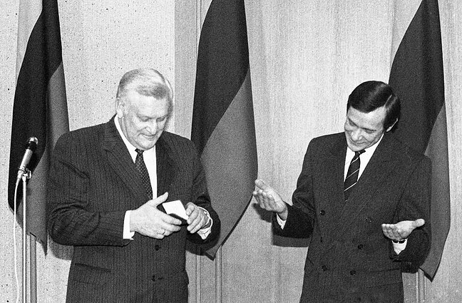 Prezidento pažymėjimo įteikimas Algirdui Mykolui Brazauskui