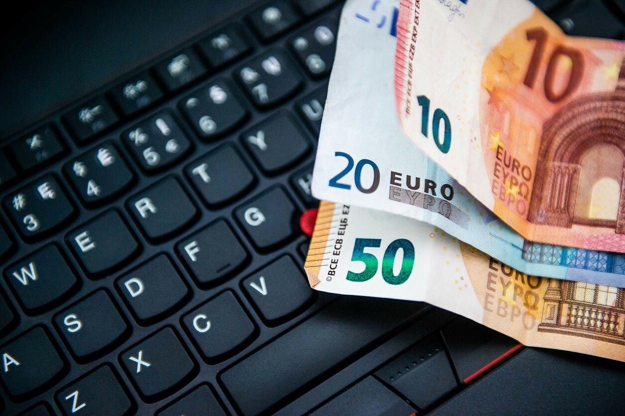 investuoti euro banknotus atsispausdinti saulės sistemos prekybos korteles