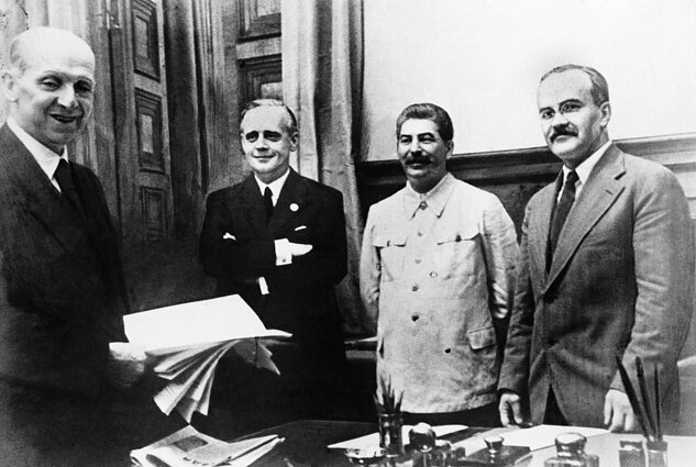 Molotovo-Ribbentropo pakto pasirašymo akimirkos