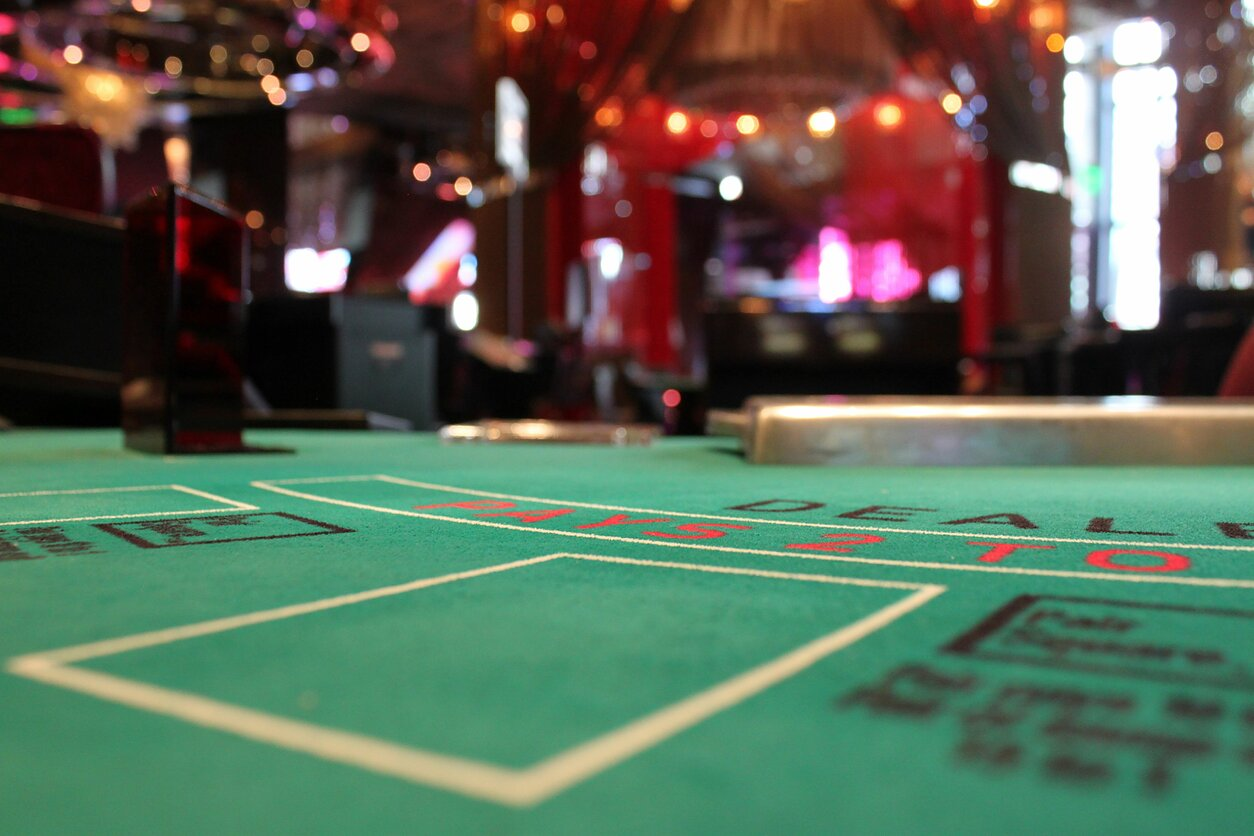 Lietuvė papasakojo, kas iš tiesų vyksta už kazino durų: slapti stebėtojai ir užburtas lošėjų ratas