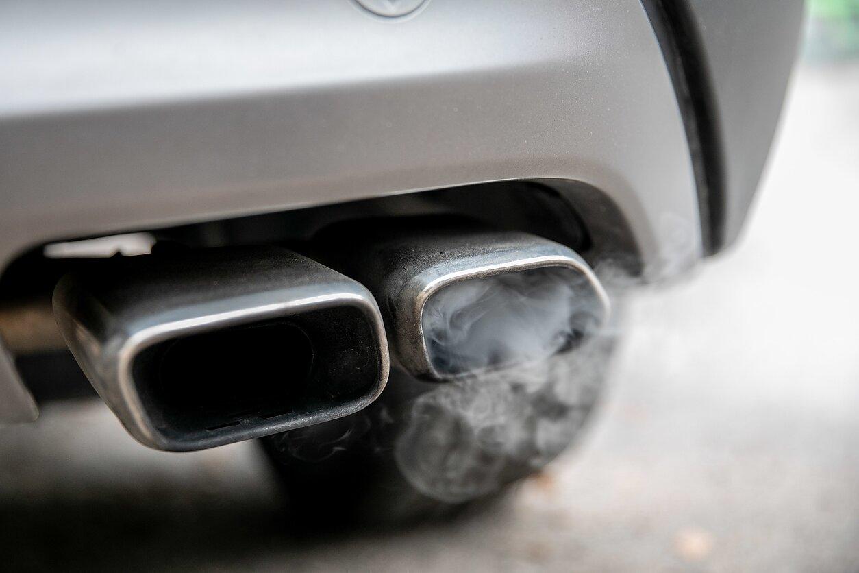 anglies dvideginio išmetimo riba ir prekybos sistema