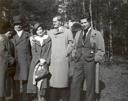 Petras Cvirka (dešinėje) ir Antanas Venclova (antras iš dešinės) 1934 m.