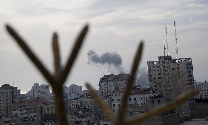 Dūmai virš Gazos po Izraelio oro antpuolio, 2019 m. gegužė