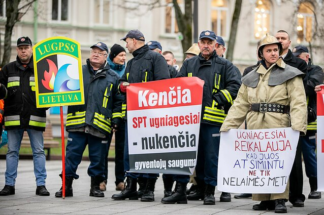 Municipal firefighters staged a protest rally in Vilnius