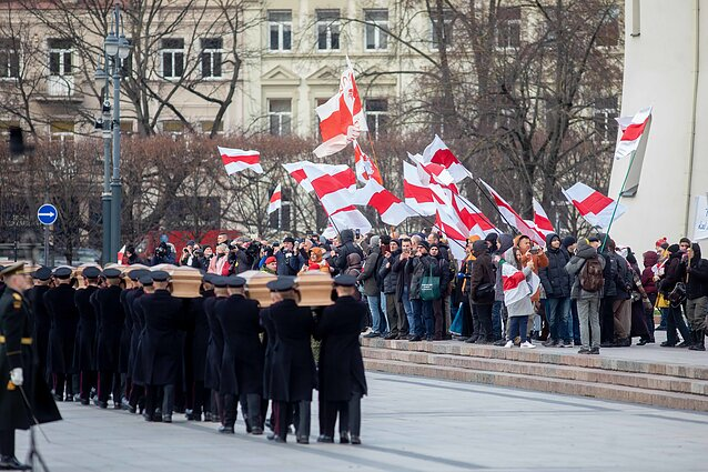 Belarusians observing the procession in Vilnius Cathedral Square