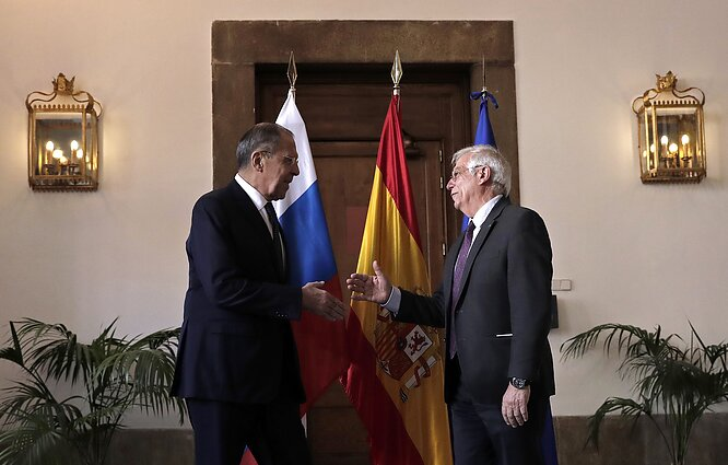 Russian Foreign Minister Sergei Lavrov and Josep Borrell when he served as the Spanish foreign minister
