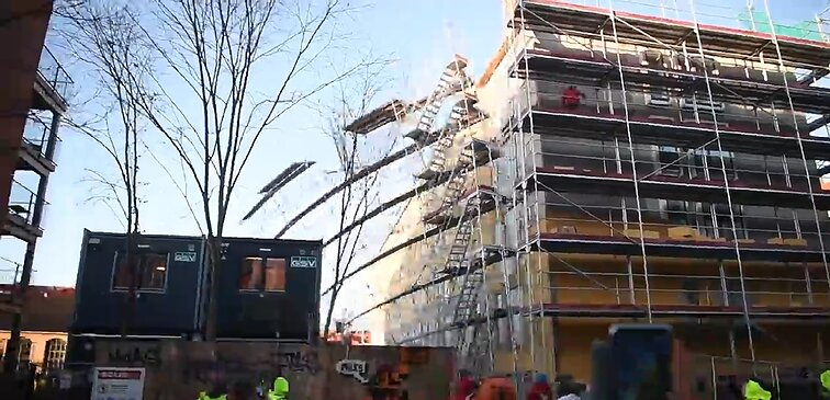 Scaffolding reportedly dropped on Lithuanian workers by protesters in Copenhagen