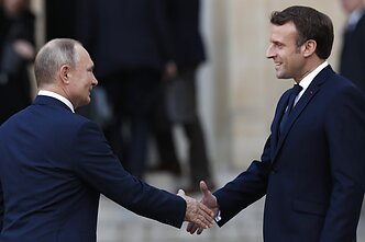 Russian President Vladimir Putin and his french counterparty, Emmanuel Macron