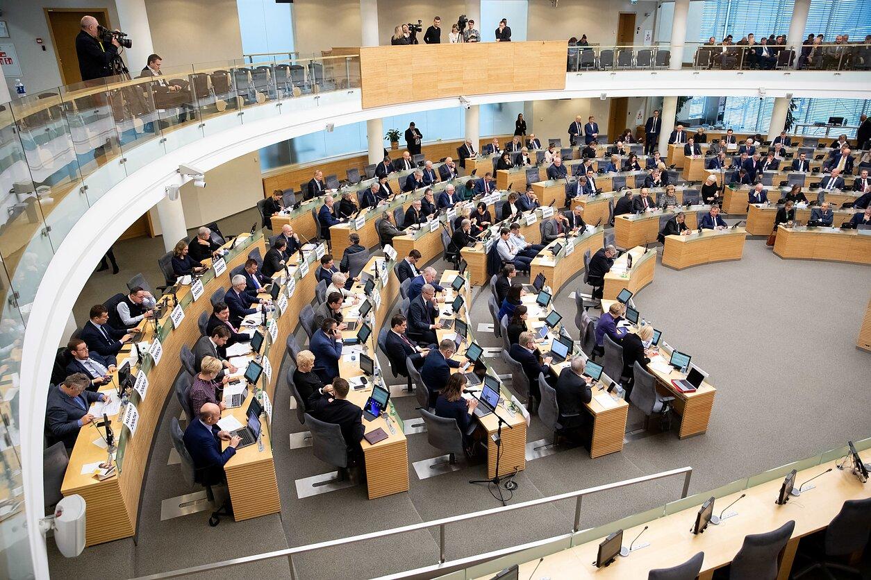 Seimas priima automobilių taršos, bankų mokesčius ir biudžetą