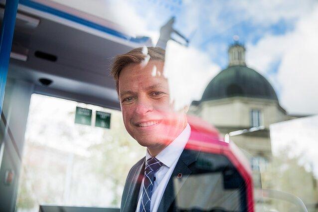 Remigijus Šimašius elektrinių autobusų pristatyme Vilniaus katedros aikštėje