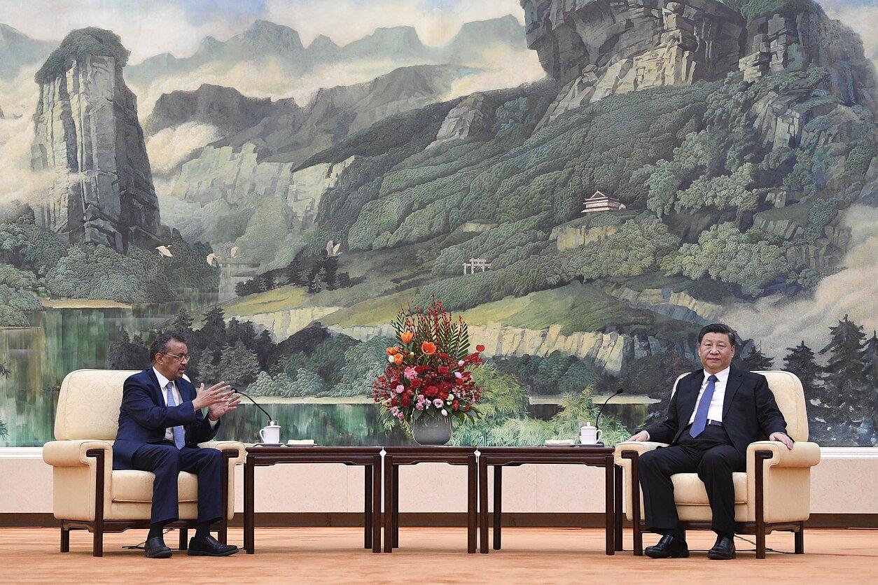 Pasaulio sveikatos organizacijos vadovas Tedros Adhanomas ir Kinijos prezidentas Xi Jinpingas