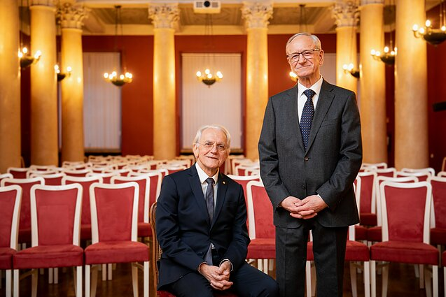 Nobelio fizikos premijos laureatas Gerard`as Mourou ir profesorius Algis Petras Piskarskas. E. Blaževič / LRT nuotr.
