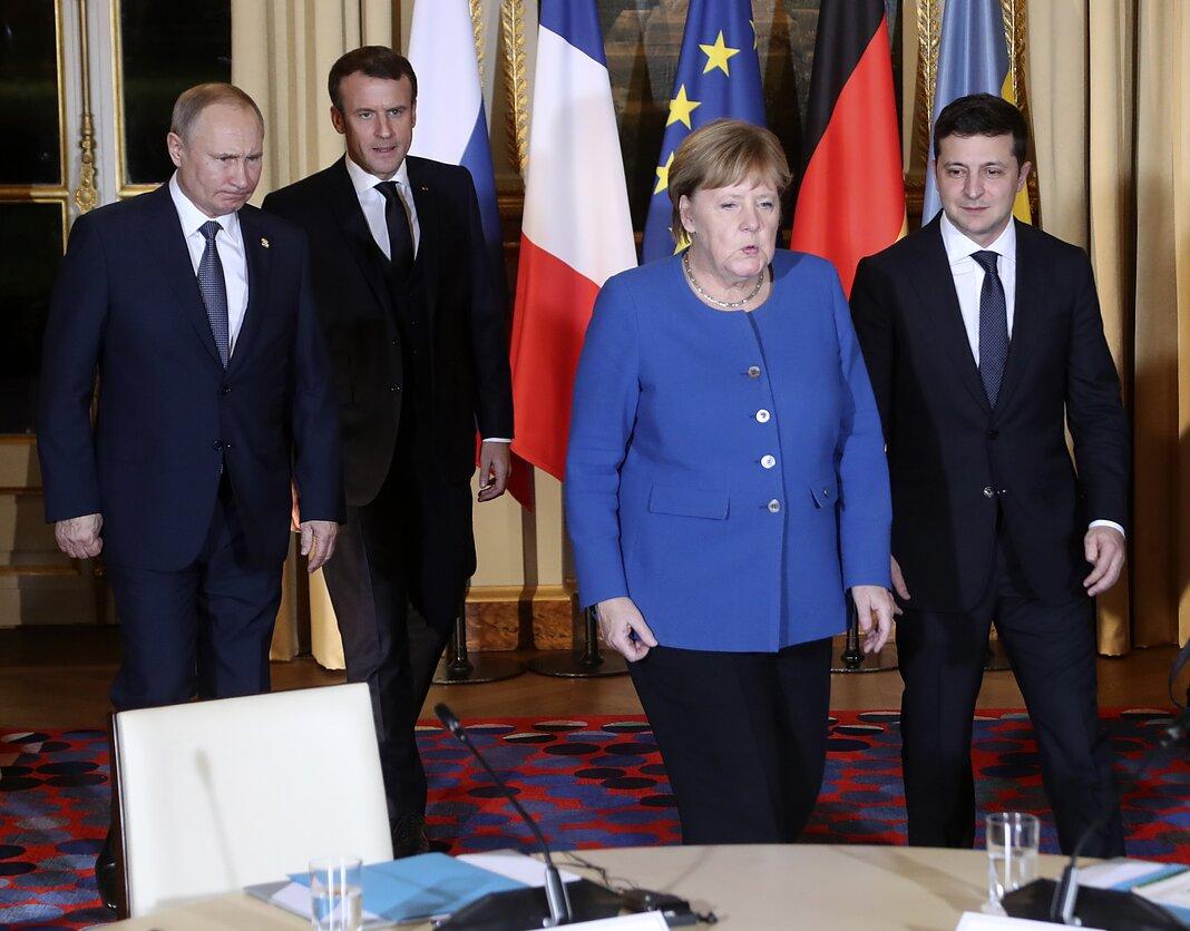 Vladimiras Putinas, Emmanuelis Macronas, Angela Merkel ir Volodymyras Zelenskis Paryžiuje