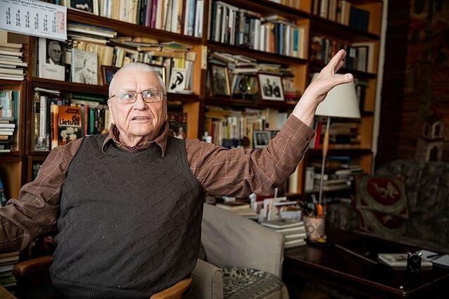Algimantas Baltakis savo namuose