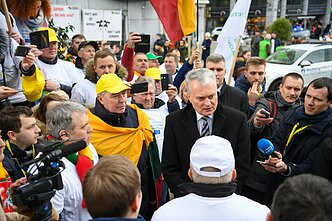 Lithuanian President Gitanas Nausėda speaks with the protesting Baltic farmers in Brussels