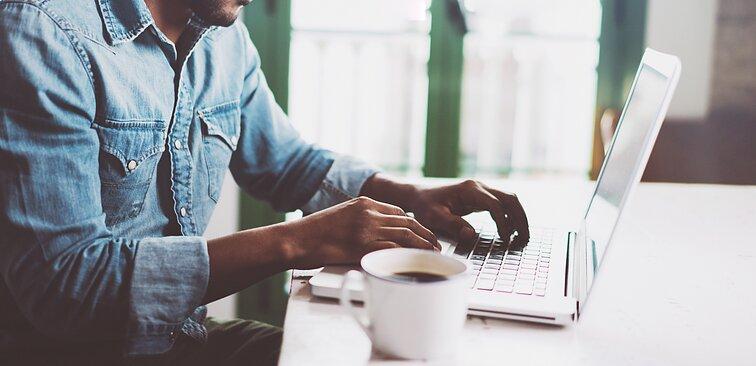 Dalis darbuotojų negrįš į biurus: už darbą namuose siūloma įteisinti priedą prie algos | mu-support.lt