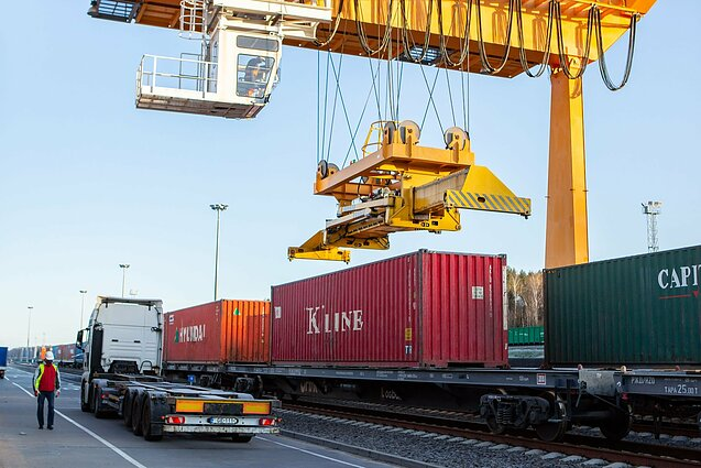 A train from China carrying parcels bound for 30 European countries arrived in Lithuania on Sunday.