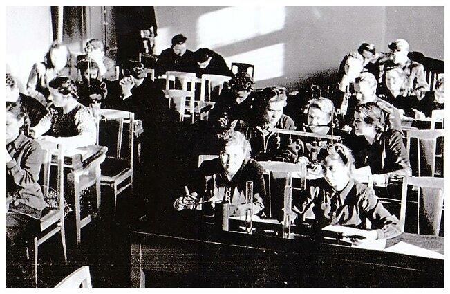 Tremtis. Irkutsko vakarinė mokykla. Fizikos laboratorijos klasėje. 1953 m.