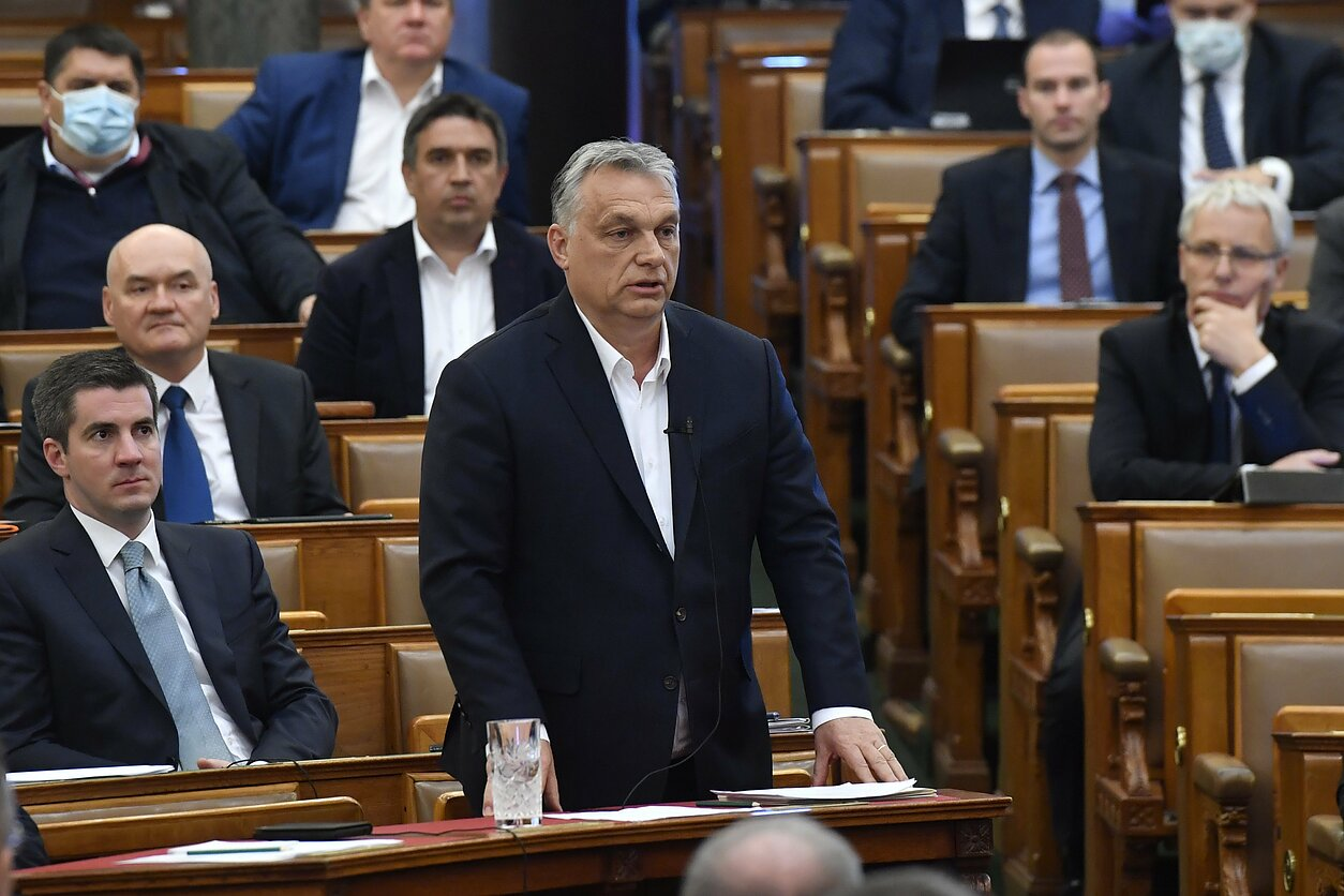 Vengrijos premjerą kaltina autoritarizmu ir valdžios užgrobimu ...