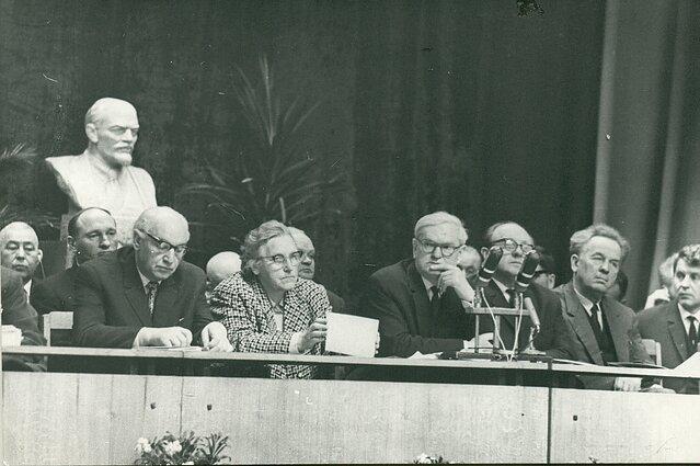 Centre – Ieva Simonaitytė, Antanas Venclova