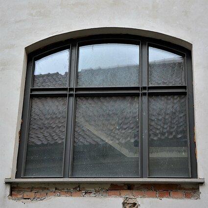 Bokšto g. 6 komplekso langas