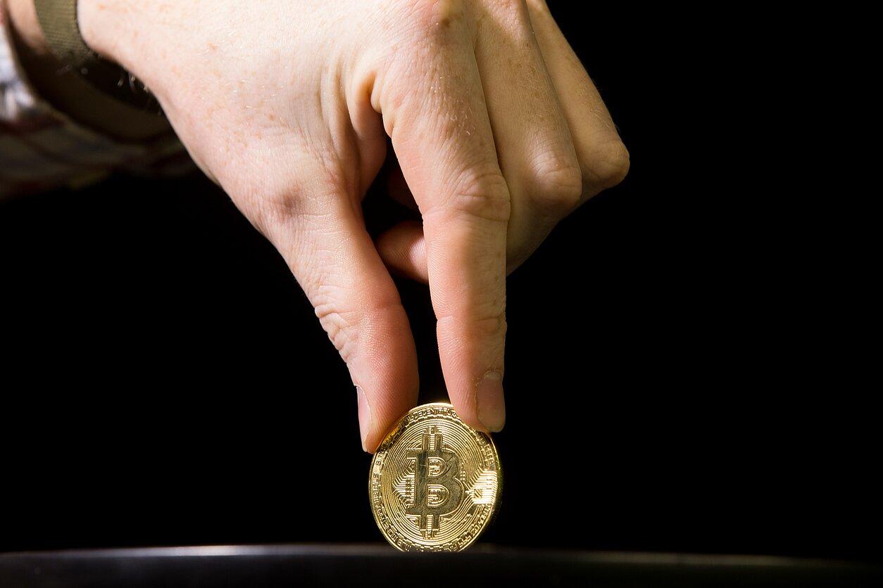 yra kriptovaliuta tikra investicija)