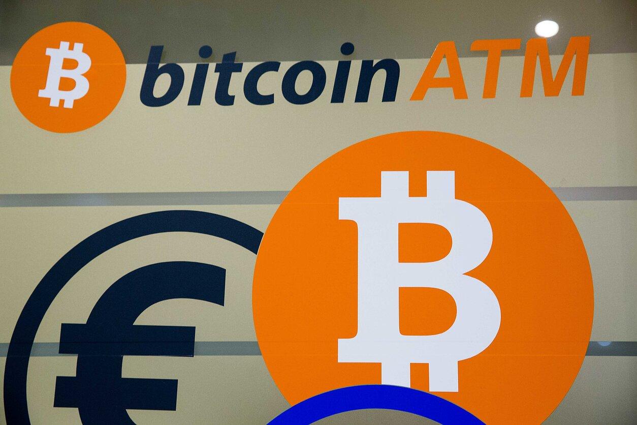 investuoti naudojant bitkoinus finpari dvejetainio pasirinkimo roboto valdoma sąskaita