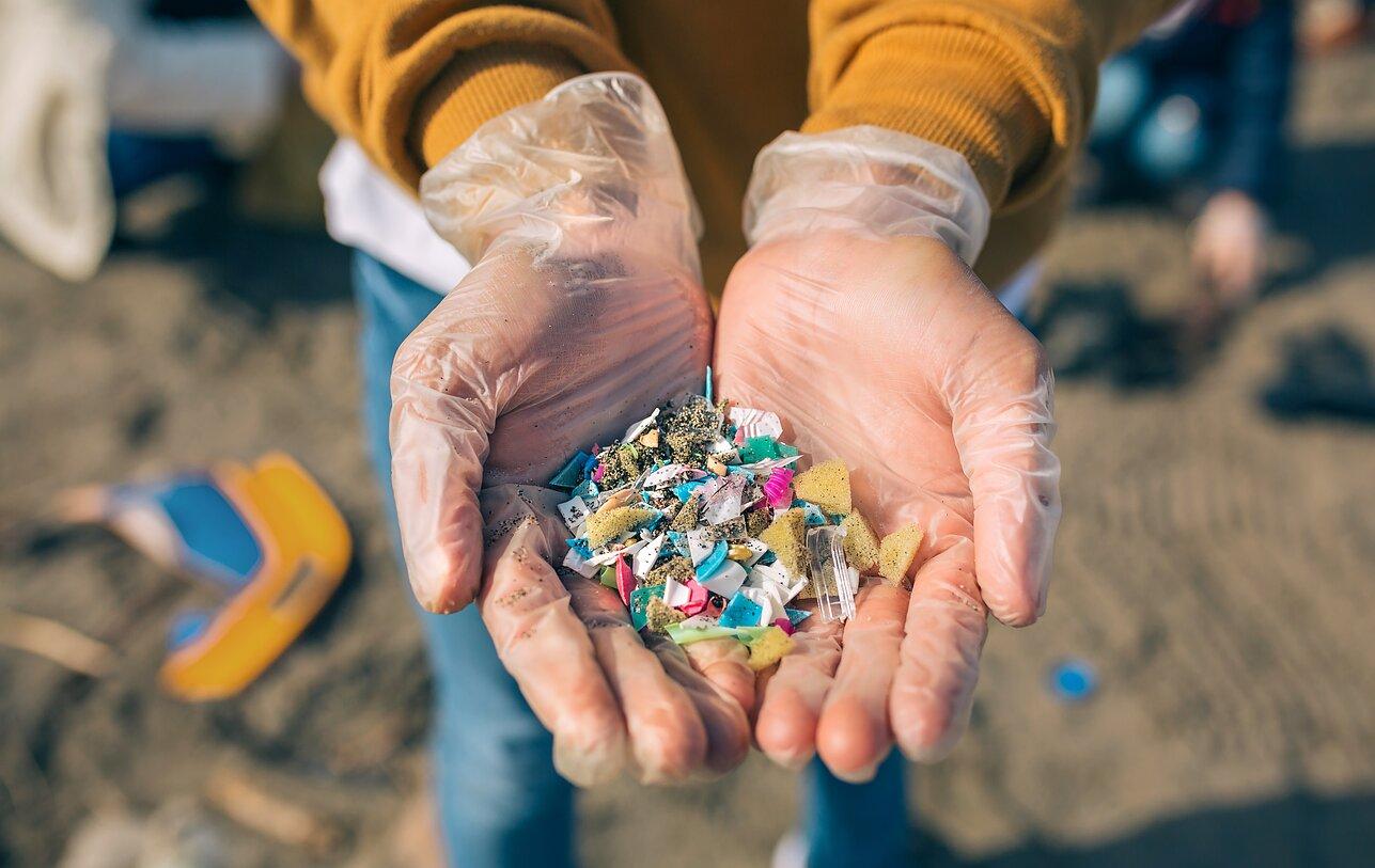 Pasaulyje lyja plastiku: mokslininkus gąsdina mikrodalelės, randamos krituliuose