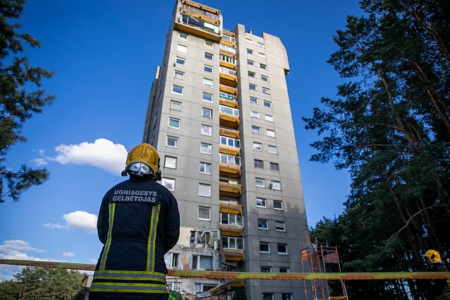 A chunk of a 15-floor balcony split off a building in Lazdynai