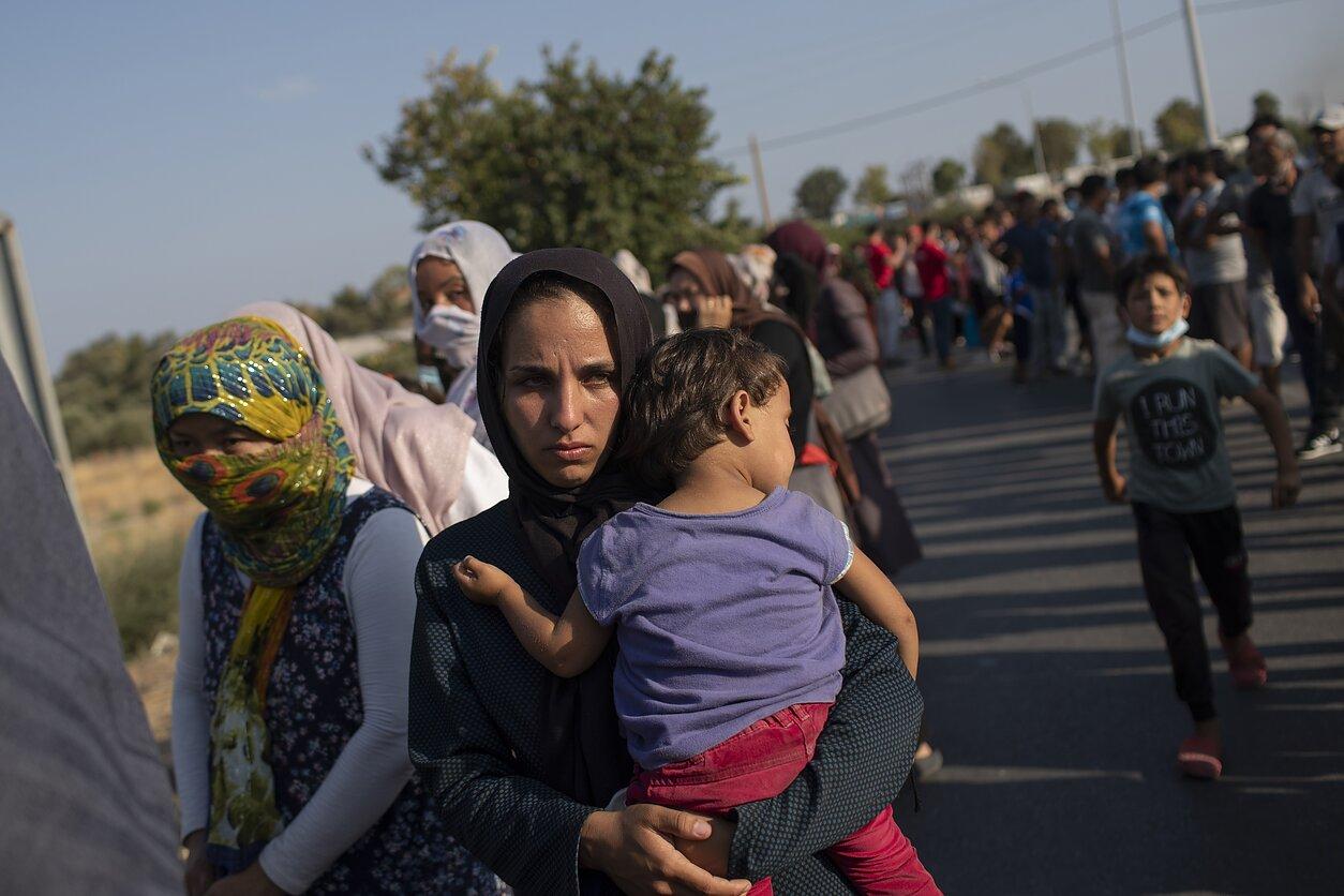 Nevyriausybininkai ragina solidarizuotis su Graikija ir priimti nuo gaisro nukentėjusius pabėgėlius