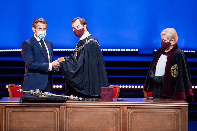 French President Emmanuel Macron receives honourary doctorate degree from Vilnius University.