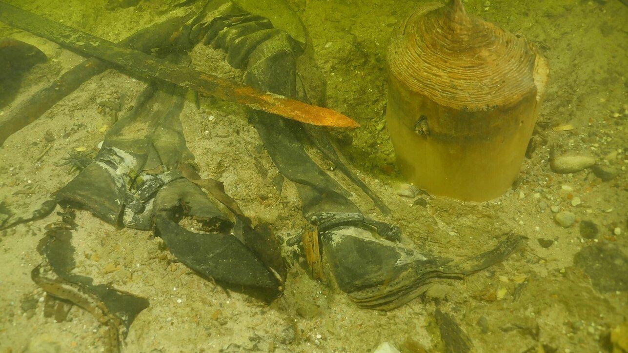 リトアニアの湖で中世の戦士の遺体を発見