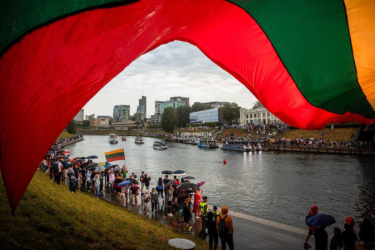 Karaliaus Mindaugo karūnavimo dieną tėvynėje ir svetur esantys lietuviai giedojo tautišką giesmę