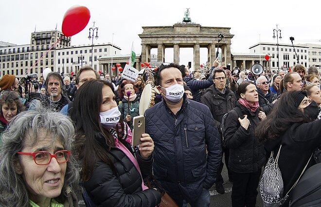 Protestai prieš koronaviruso suvaržymus Vokietijoje