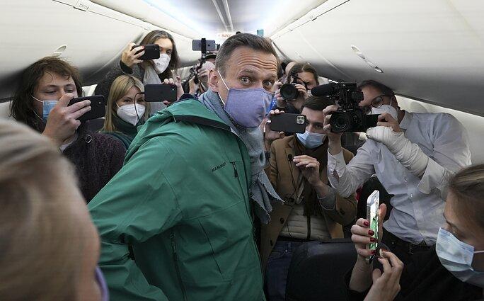 Rusijos pareigūnai patvirtina – Navalnas sulaikomas, šis ragina nebijoti -  LRT
