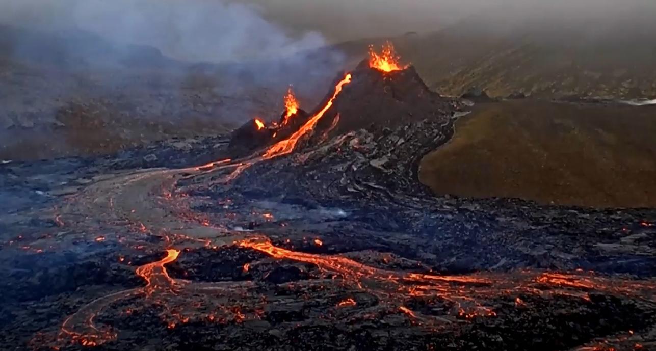 Islandijoje išsiveržęs ugnikalnis rimsta