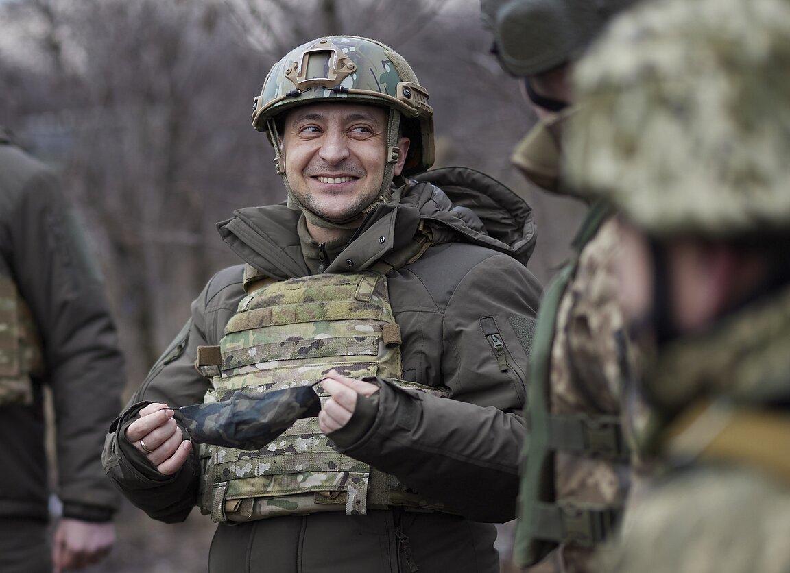 Volodymyras Zelenskis lanko karius Ukrainos rytuose