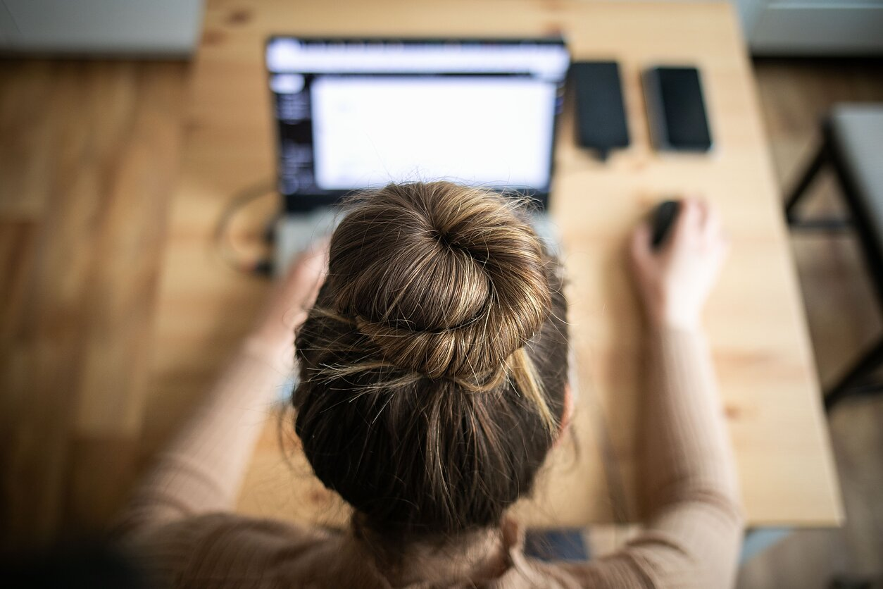 darbas iš namų facebook daugiausia parduodamų indeksų pasirinkimo sandorių