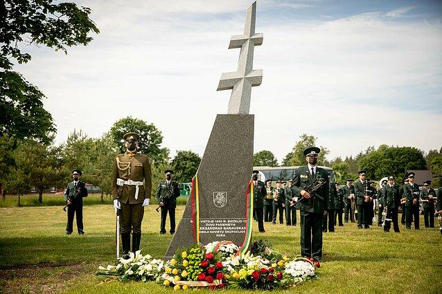 Ūtoje atidengtas paminklas pirmajai sovietų aukai Lietuvoje pasieniečiui Aleksandrui Barauskui