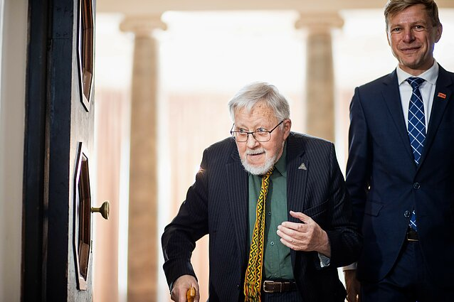Rotušėje Vytautui Landsbergiui įteiktos Vilniaus garbės piliečio vardo regalijos