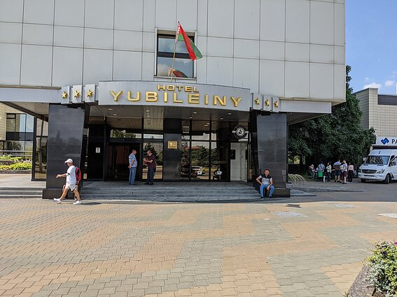 Tourists next to one of the hotels in Minsk, July 13, 2021.